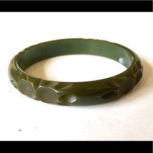 BAKELITE Green Carved Vintage Bangle Bracelet